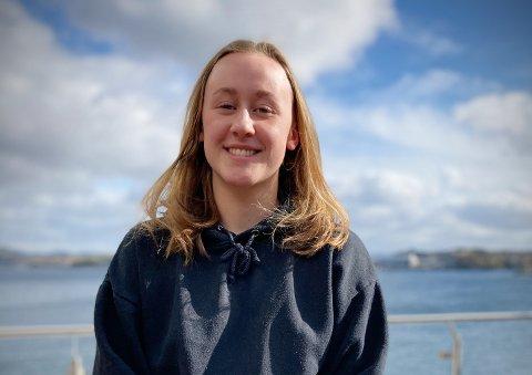 SOMMERJOBB ER EN PRIORITET: Nora-Elise Olsvik (16) fra Rørvik ønsker sommerjobb også i år. Hun tror det er viktig å ta med seg erfaringene en slik jobb kan gi. Nå får hun og andre ungdommer i Ytre Namdal ekstra hjelp fra flere hold til å finne en god sommerjobb.