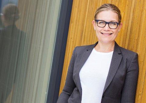 Elisabeth Tandstad (46) har litt blandede følelser om å forlate jobben som rektor ved Heimdal videregående skole, men kunne ikke la sjansen til å bli rektor ved den kommende skolen på Falkenborg gå fra seg.