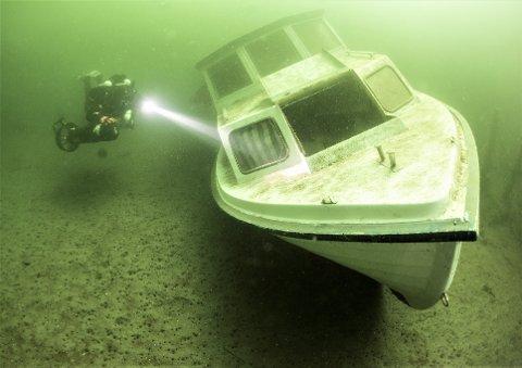 Her er båten som Drøbak Undervannsklubb fant på bunnen ved Gråøya.