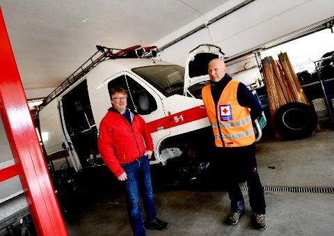 Svein Arild Bjøkne og Pål Myrhagen forteller at de ofte bruker egne biler i stedet for Otta Røde Kors Hjelpekorps sine biler.