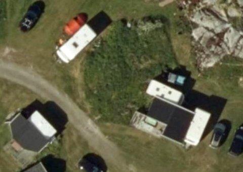 MÅ BORT: Spikerteltene på bildet må fjernes, krever Tromsø kommune. Og avviser påstanden om at de brukes i gårdsdrift.