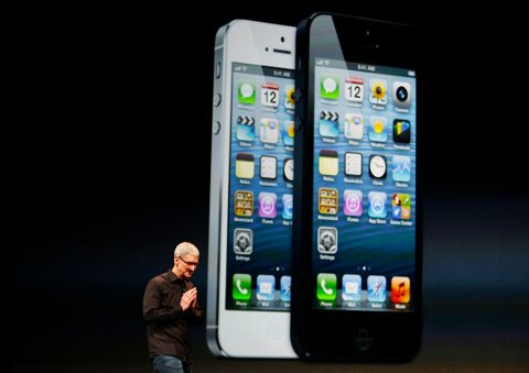 Her er Konsernsjef for Apple, Tim Cook under lanseringen av iPhone 5 for to uker siden. Foto: BECK DIEFENBACH