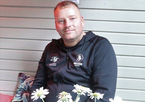 GALLERITYVERI: Artur Mack i Mackgården vet godt hvem som har stjålet bildene fra galleriet hans i Tromsø.