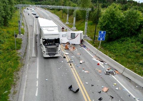 En eldre kvinne omkom i en trafikkulykke på riksvei 23, på Follo-siden av Oslofjordtunnelen 9. juni. 37 personer har så langt i sommer omkommet på norske veier. Foto: Gyda Nesje / NTB scanpix