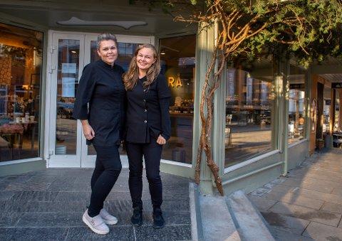 Storgata satsing: Herlig med stor butikk på gateplan, sier Kathrine Holm og Amanda Næss.