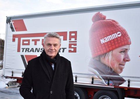 FORNØYD: Konsernsjef i Toten Transport AS, Finn Martinsen, er fornøyd med at salget gikk som de hadde planlagt i mars. Nå har han store planer for selskapets framtid.