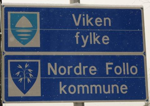 NY KOMMUNE, NY FYLKESKOMMUNE: De gamle skiltene med Ski kommune, Oppegård kommune og Akershus fylkeskommune er nå skrudd ned og levert til gjenvinning av metallet.