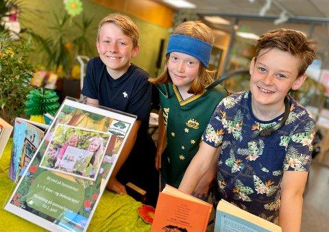 KLARE TIL LESEDYST: 12-åringene Jonas Myrland, Marius Arnesen (t.h.) og Viljar Mood, som alle går i 6. klasse på Vassbonn skole, er intet mindre enn superklare for ny lesedyst med Sommerles.