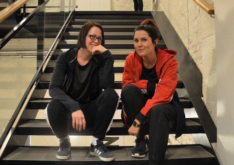 Ronja Thunberg Borgen og Linn Jessica Bjerkholt grugledet seg før sin første time med hihop-dans på studio Nille fredag kveld.