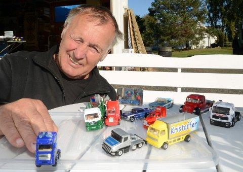FULLTREFFER: Kåre Sormbråten gjorde et kupp da han sikret seg lekebilene i garasjesalget.