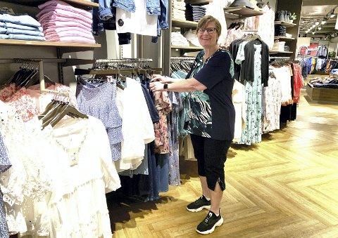 GLAD: – Det er en helt spesiell følelse å kunne se etter klær i alle mulige butikker. Det kunne jeg aldri før, smiler Mari.