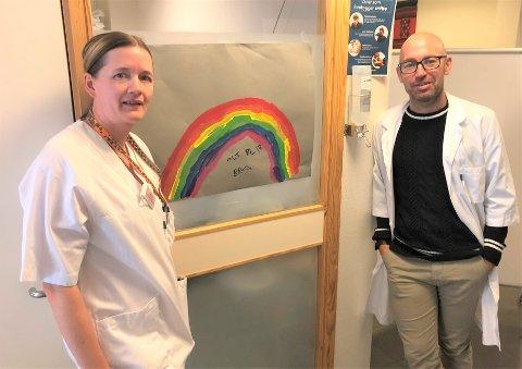 FORVENTER MYE SMITTE: Avdelingsleder ved legekontoret på Tynset, Hege Vangen, og kommuneoverlege Tor Halvor Bjørnstad-Tuveng er klar på at det forventes en kreftig smitteøkning.