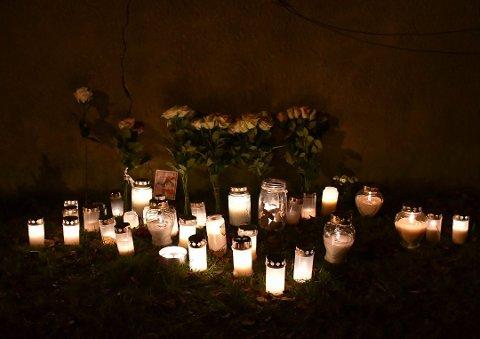 Omkom på Nøtterøy: Tuva Strandli Fermann omkom etter en trafikkulykke på Nøtterøy mandag 23. november. Mange tente lys på ulykkesstedet i Spars  vei.  I fjor mistet 95 personer livet i trafikken her i landet.