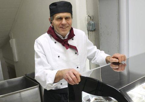 Åpnet: Hans Ole Bergby har åpnet Den stolte pølsemaker på Vallermyrene.