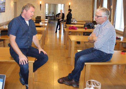 Lars Inge Rønholt i Høyre og ordfører Hallgeir Kjeldal i Ap, tillater seg å drive høyttenkning med egne personlige ideer om legevakt-samarbeid. – Nei, jeg driver ikke hestehandel med Porsgrunn, men jeg tenker høyt med egne ideer, sier Hallgeir Kjeldal.