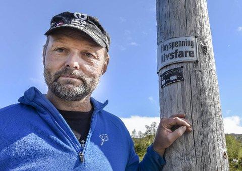 Øyvind Storvoll, leder i Kallvatnet hytteforening har jobbet steinhardt for at hytteområdet ikke skal miste strømmen, mobildekningen og nødnettet, etter at det ble bestemt at kraftlinjen skulle rives.
