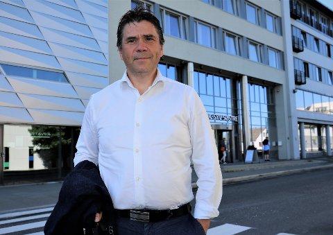 ORIENTERTE FYLKESTINGET: Daglig leder i den nyoppstartede teknologifirmaet AlumatIQ, og partner i Cofounder, Jan Biti, lanserte nyheten om AlumatIQ i fylkestinget i Sandnessjøen onsdag. - Teknologien har  milliardpotensial, sier han til iSandnessjøen.