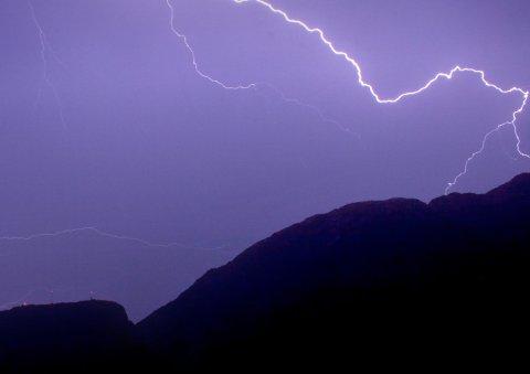 LYN: Det ble registrert mange lynnedslag på indre strøk av Helgeland. I Fiplingdal og i Hattfjelldal oppover mot Susendal var det stor aktivitet. Arkivfoto: Jens-Arthur Wiken