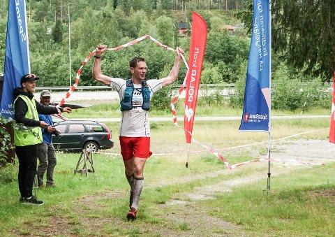 Jacob Palmer Meland (37) vant 2021-utgaven av Telegrafruta Ultra med klar margin etter en våt tur over Saltfjellet. Vinnertiden ble 5 timer og 39 minutter.