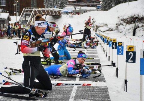 Fullt av skiskyttere: Utøvere fra 36 nasjoner deltar i IBU-cupen på Natrudstilen disse dagene.
