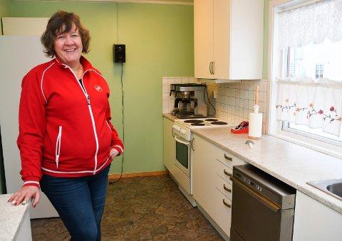 Med grunn til å smile: Kaptein Line Ørbekk ved Frelsesarmeen i Brumunddal kan i løpet av året boltre seg i et nytt kjøkken.