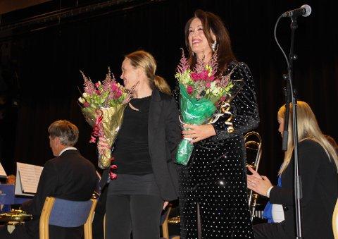 Høstkonsert: Ingeborg Heldal var konferansier på søndagens konsert med Brøttum Brass. Her avbildet med dirigent Tanja Carita Ikonen.
