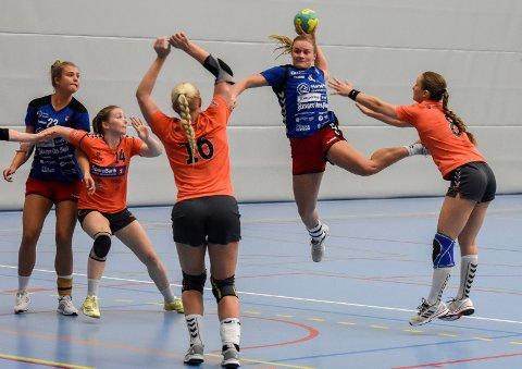 KAN BLI DE FØRSTE: Mina Gustavsen og de andre HSK-jentene kan bli de første som klarer å slå Volda i serien.
