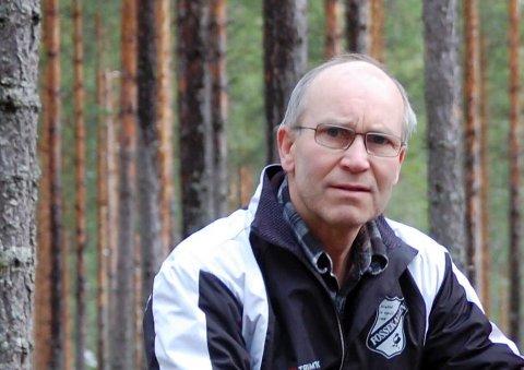 LANG VALG-ERFARING: Tom Bondehagen har vært med på mange valg i Ullerål krets, men har aldri hatt så få velgere innom som denne gangen.
