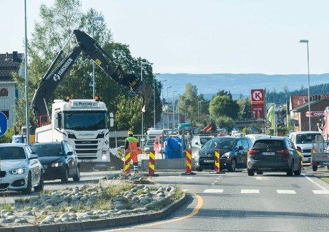 SNART FERDIGE: Fredag skal krysset Hønengata-Hovsmarkveien-Hov allé være tilbake til normalen.