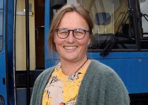 GLAD: Karin Møller har grunn til å smile over de ferske koronatallene i Ringerike.