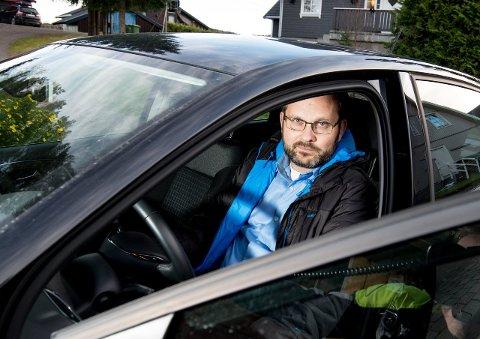 ANDRE GANG: Sjur Lindheim Haram har fått bilen brutt opp og blitt frastjålet den integrerte GPS-en to ganger på under én måned. – Det må har vært samme person, forteller han. FOTO: Vidar Sandnes