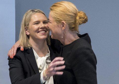 KOS og klem: Danmarks Integrasjonsminister Inger Støjberg omfavner sin norske kollega Sylvi Listhaug. Som opposisjonsparti trenger ikke Ap følge eksempelet.Foto: NTB Scanpix