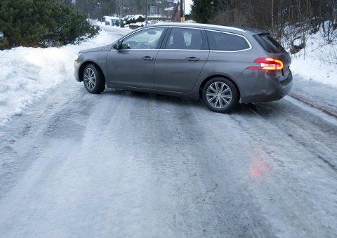 SPEILGLATT: Regn som fryser på bakken, skaper ekstreme kjøreforhold.
