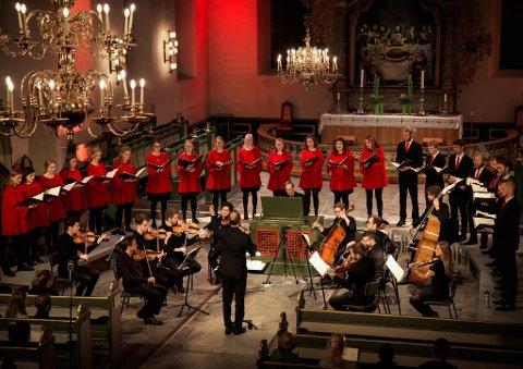 KONSERT: Oslo Domkirkes Ungdomskor holderkonsert i Sandar kirke søndag 17. oktober klokken 18.00. Dette er kun én av mange konserter den kommende uke. FOTO: Lillian Julsvik