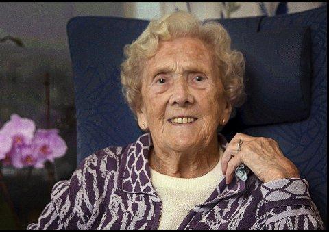 SPREK: Else Bjørnland er født 10. november 1917 og runder dermed 100 år. Jubilanten leser fortsatt aviser og bøker uten å bruke briller.