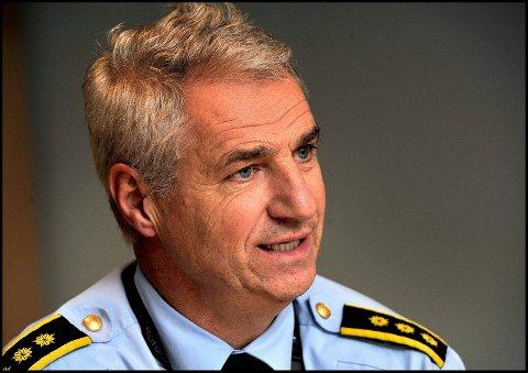 Politi Kjetil Lunde håper foreldre tar en prat med sine ungdommer før pinshelgen.