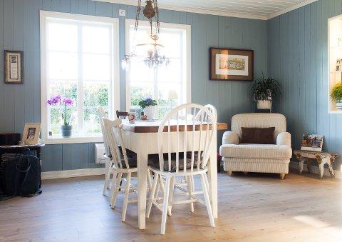 Vi har lang tradisjon med treverk i interiøret. Vi liker lunheten panelvegger gir.