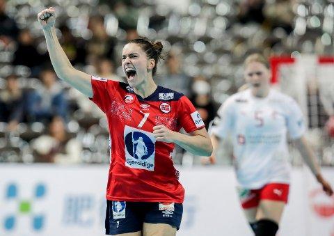 Stine Ruscetta Skogrand jubler etter å ha vunnet mot Danmark i søndagens kamp.  Foto: Vidar Ruud / NTB scanpix