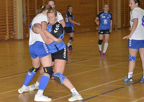 TAS HARDT: Madeleine Kirkeng fikk merke at gjestene tok skikkelig i forsvar. Hun scoret likevel to mål.