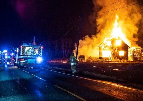 Brannen var voldsom og utviklet seg til et flammehav.