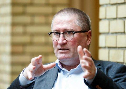 VURDER IGJEN: Geir Bekkevold ber NRK om å vurdere sine regionale sendinger på nytt. I hele Norge er misnøyen med omleggingen stor.