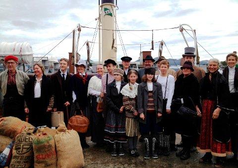 LANDETS BESTE: Fra kulturminnedagen i Halsa 2012 - da kommunen ble kåret til landets beste kulturminnedagarrangement! Tema for dagen var: Da fjorden var vegen og verden.
