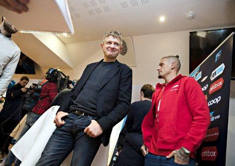 På kickoff: Brann-trener Lars Arne Nilsen og alle de andre trenerne i Eliteserien var med på kickoff på Åråsen mandag. Nilsen mener store klubber som Brann har mye å lære av hvordan Kristiansund jobber for å bli bedre.
