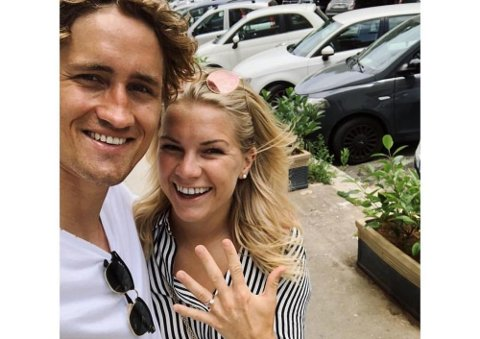 Sunndalfotballspilleren Ada Hegerberg offentliggjorde sin forlovelse med Thomas Rogne på Instagram.