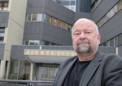 Åge Brekk har ledet sekretariatet til oppreisingsnemda i Møre og Romsdal fylke, og håper erstatningene som nå er delt ut kan være en liten håndsrekning og unnskyldning til mange som opplevd mye vond.
