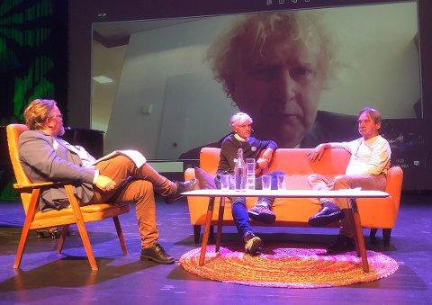 SETT UTENFRA: Med Jan L. Andreassen på skjermen, hadde Tommy Fossum, Jon Gausen og Torbjørn Torske en samtale om mulighetene for indre Nordmøre som region.