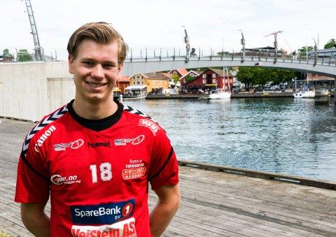 TILBAKE I BY'N: Tønsberggutten Tollef Lindqvist er klar for Nøtterøy Håndball etter fire år i Falk fra Horten. Nå gleder 19-åringen seg til å sette ny fart på karrieren i hjembyen.