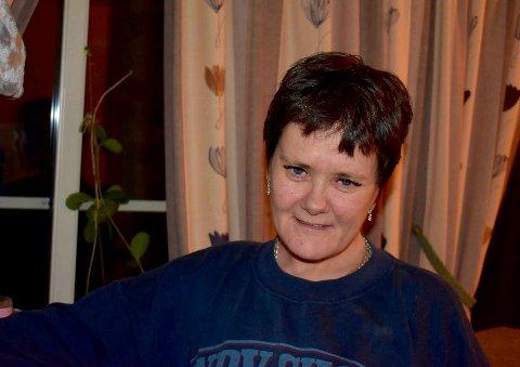 KRITISK: LAR-pasient Siv Kristin Vinkenes etterspør bedre kompetanse blant LAR-personell for å unngå stigmatisering og bedre kvaliteten på tilbudet: – De glemmer å høre på pasienten. Jeg føler jeg slåss mot LAR, og stoler ikke på dem i det hele tatt, sier hun.