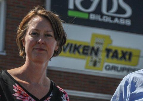 RYSTET: Elisabeth Seehusen, økonomisjef og fortiden vikarierende daglig leder forteller at sjåføren som ble angrepet er rystet etter hendelsen i natt.