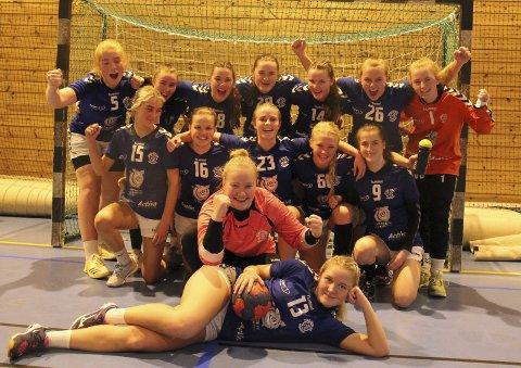 Nok en seier: Jublende og meget fornøyde  tvedestrandsjenter etter at laget hadde satt naboene fra Sørfjell på plass med seier 32 – 29.